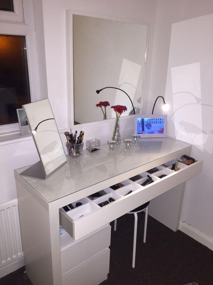 Leveza de uma mesa de make super organizada!...