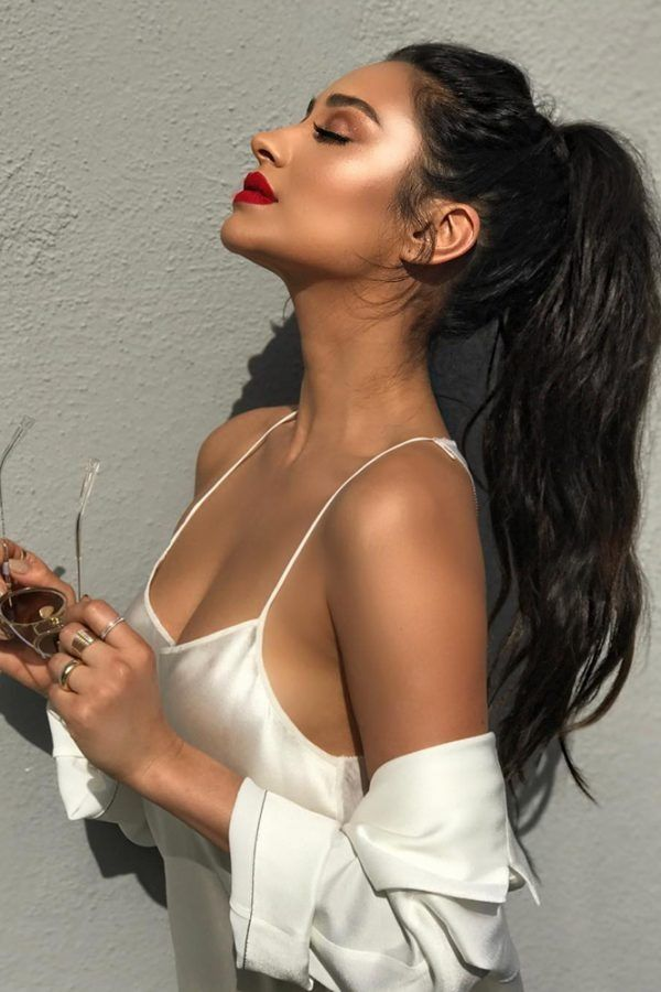 Shay mitchell knows how to rock the casual pony, while showing off her makeup gl...