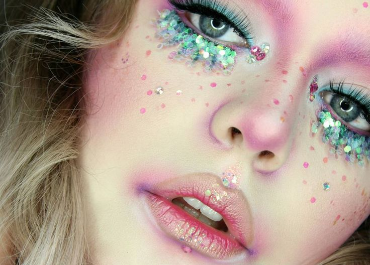This has got to be one of the most beautiful pieces of makeup artistry ever crea...