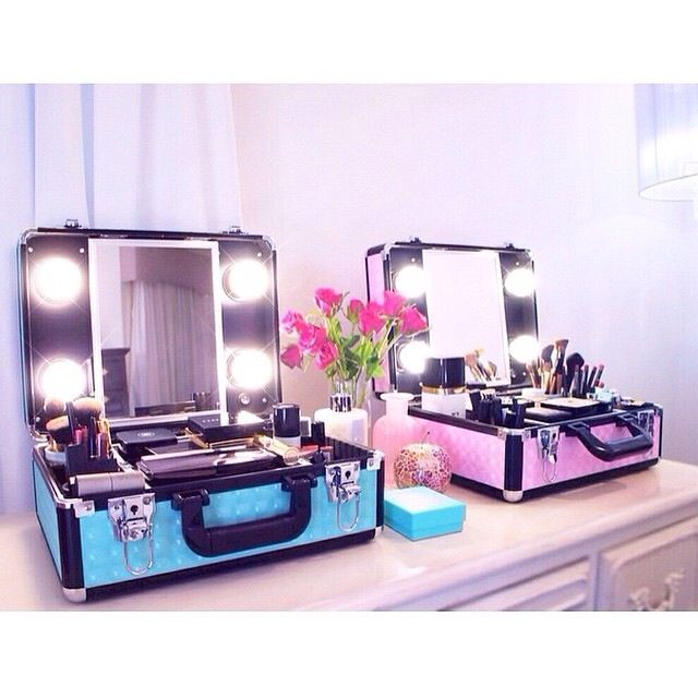 Vanity to go ♥ this is so cute! It would irritate me more than anything but ho...