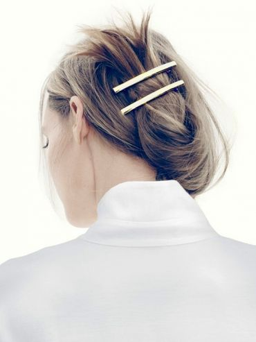 MINIMAL + CLASSIC: Casual up-do with brass barettes