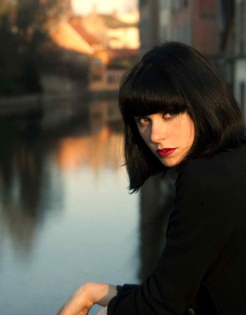 one of my favorite kinds of haircuts: the black fringed bob