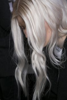 Loose silver waves