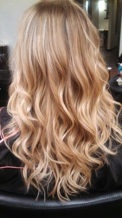Lussuria Salon/ Eugene Oregon. Blonde Ombre love the warmer tones in this pic. N...