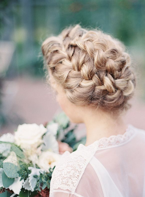 Summer bridal inspiration in a greenhouse
