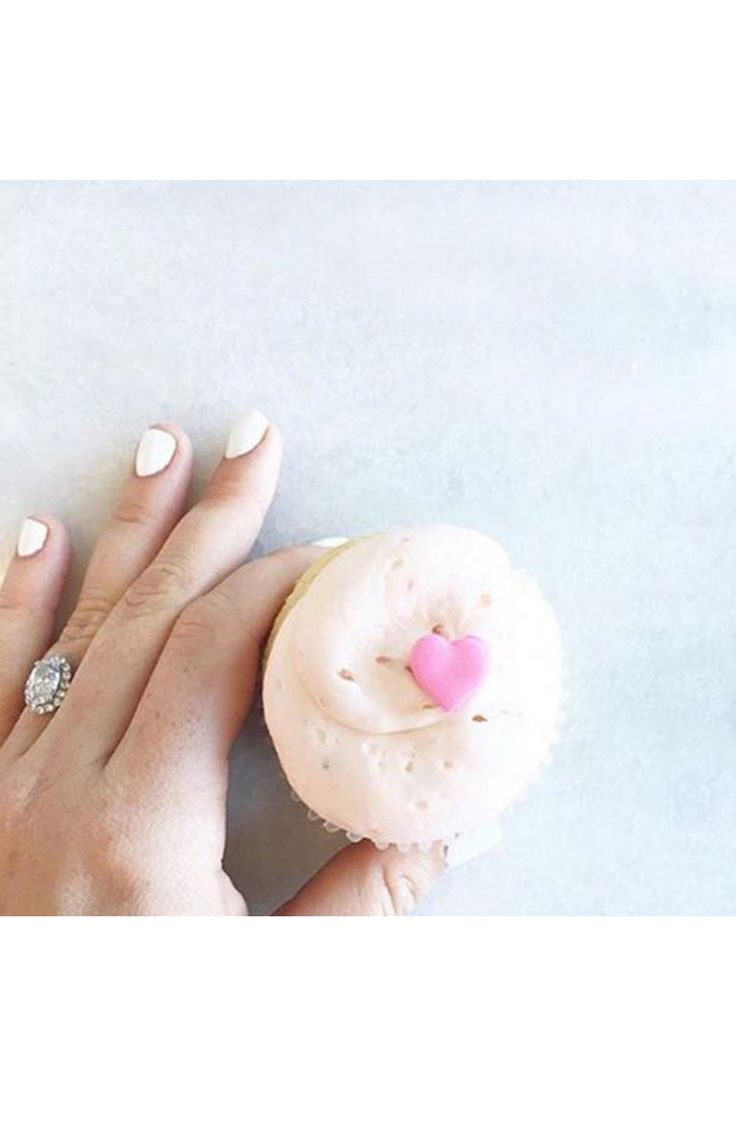 A cupcake ring selfie: www.stylemepretty...