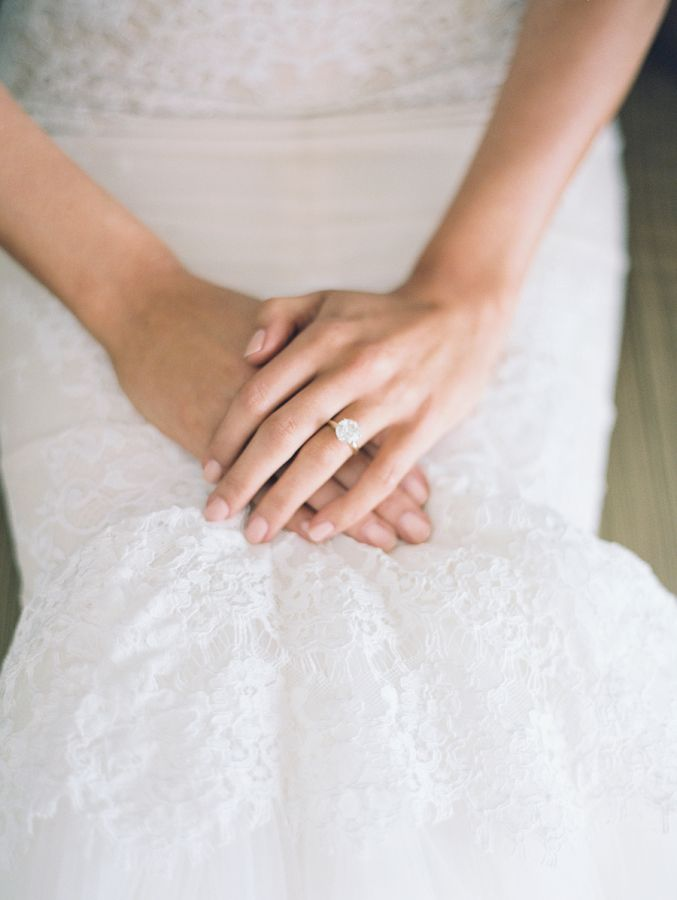 Classic solitaire engagement ring: www.stylemepretty... | Photography: carmensan...