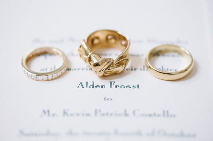 Gold wedding bands: www.stylemepretty...   Photography: Anna Routh - annarouthph...