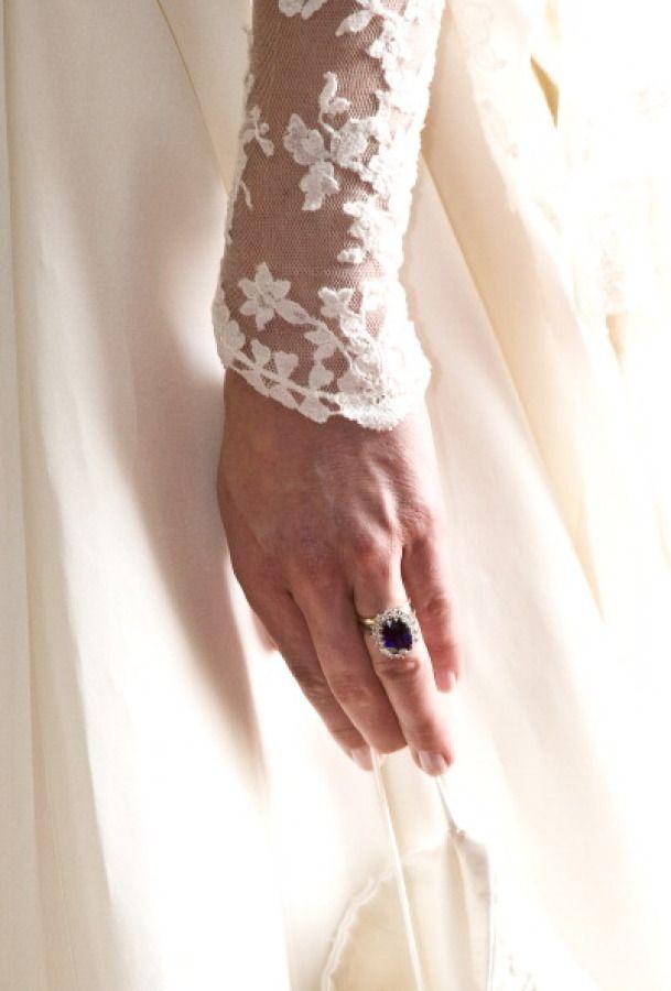 Kate Middleton's stunning sapphire engagement ring: www.stylemepretty... | Photo...