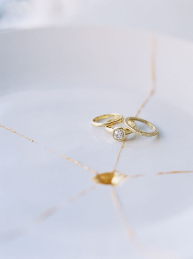 Modern gold rings: www.stylemepretty... | Photography: Blueberry Photography - w...