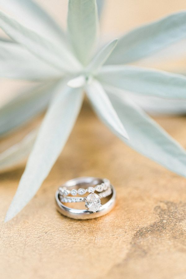 Oval cut solitaire diamond: www.stylemepretty...   Photography: Sweetlife Photog...