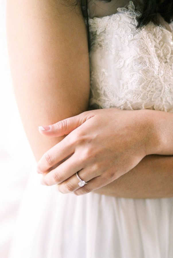 Pretty oval cut solitaire e-ring: www.stylemepretty... | Photography: Kerry Jean...