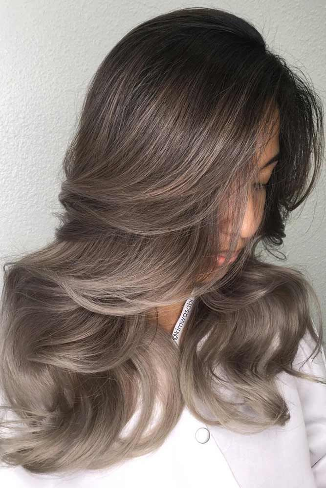 Highlighted hair looks fab, whether your base color is light or dark. And here w...