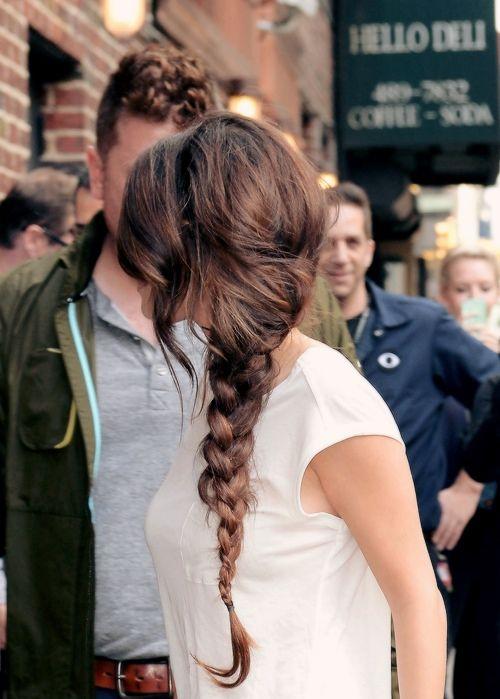 Gorgeous side braid.