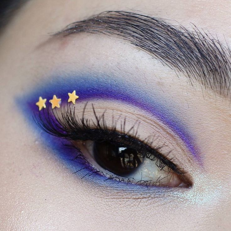 10 unique ways you can wear cat eye makeup in a totally different way, like this...