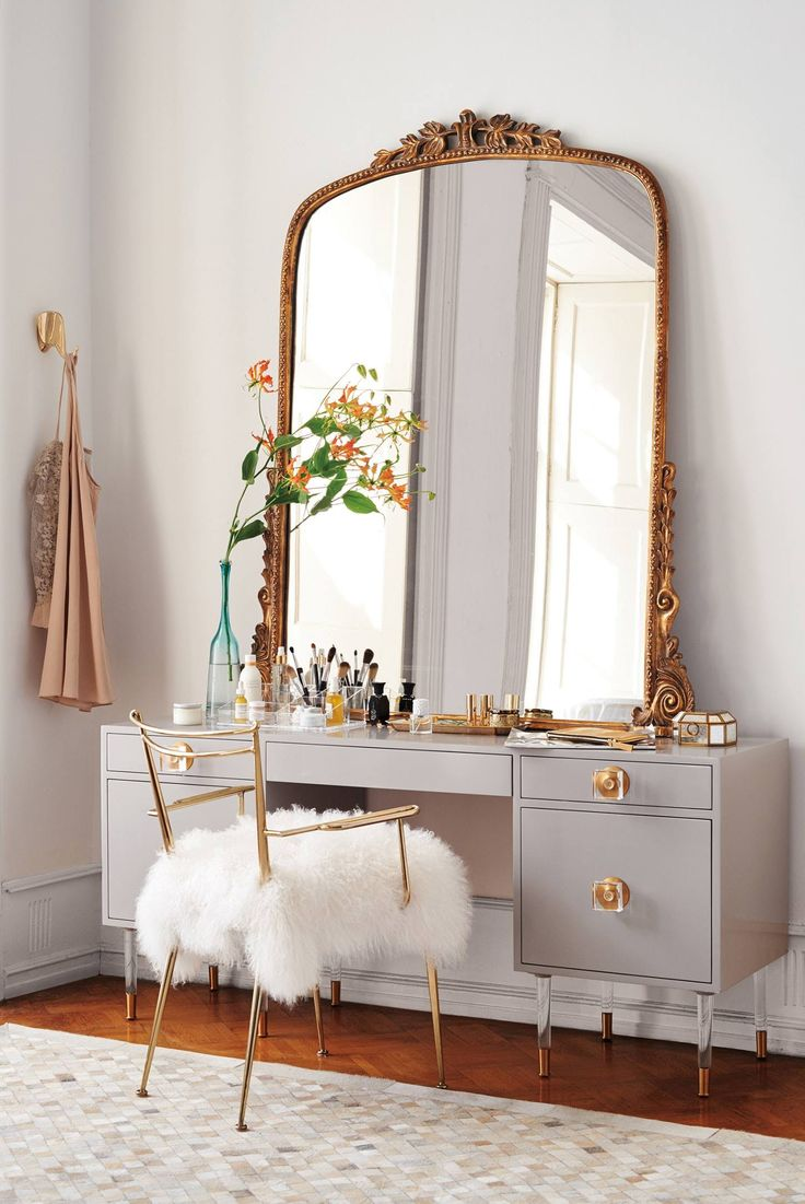 For the Beauty Room: 10 of our Favorite Modern Makeup Vanity Tables — Annual G...