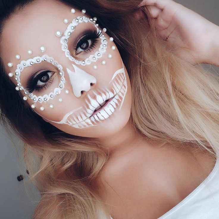 Impress everyone on Halloween with this bedazzled skeleton Halloween makeup tuto...