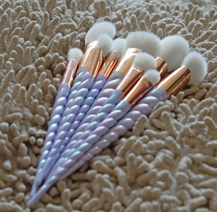 Our gorgeous 10 piece UNICORN makeup brush set is now available to order! Pearle...