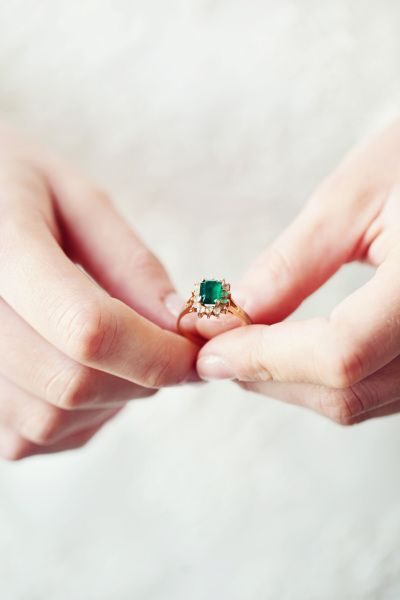 Emerald beauties: www.stylemepretty...