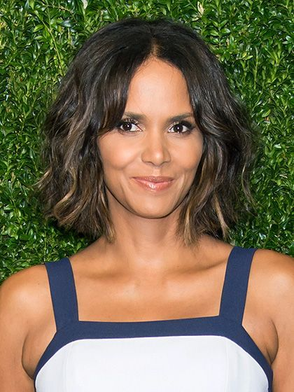 How to Keep Short Hair From Ever Looking Awkward: When it comes to short hair, i...