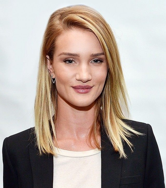 Rosie Huntington Whiteley's sleek, straightened asymmetric lob is so gorgeou...