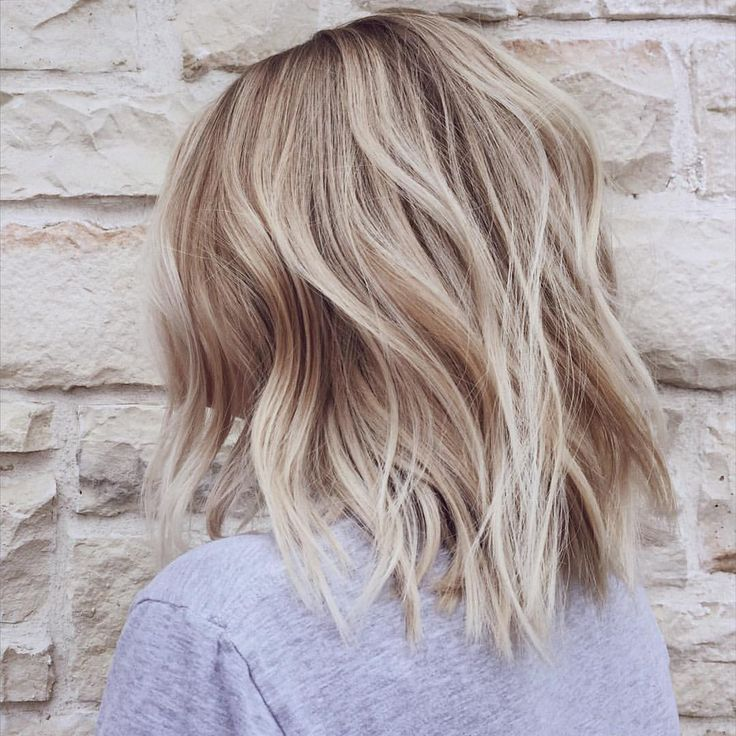 Stunning short blond hair for the summer