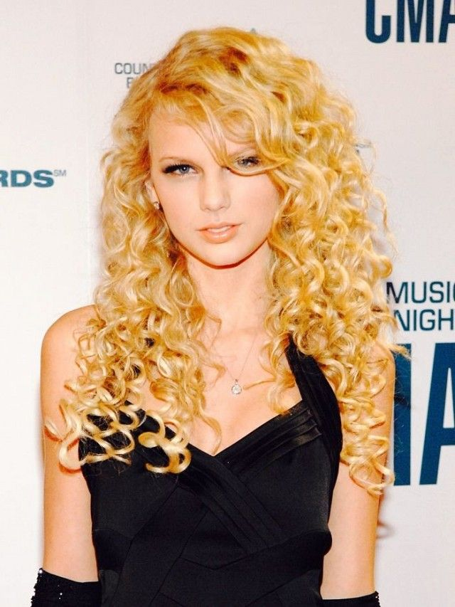 Taylor Swift embraces her beautiful blonde curls