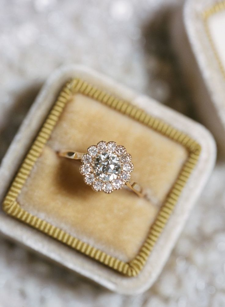 Gorgeous diamond halo engagement ring: Photography : Elisa Bricker - elisabricke...
