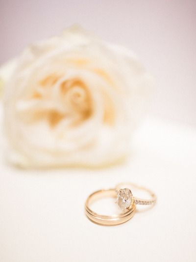 Gorgeous oval diamond: www.stylemepretty...   Photography: Laura Leslie - laural...