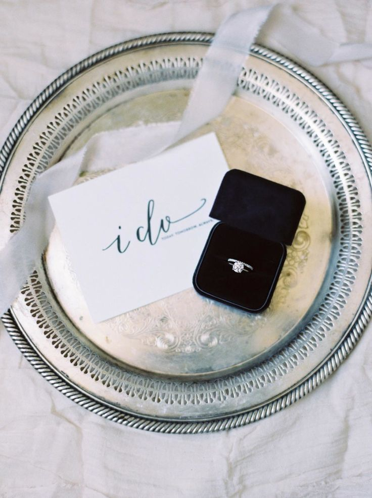 Gorgeous ring shot | Photography: Matoli Keely Photography - matolikeelyphotog.....