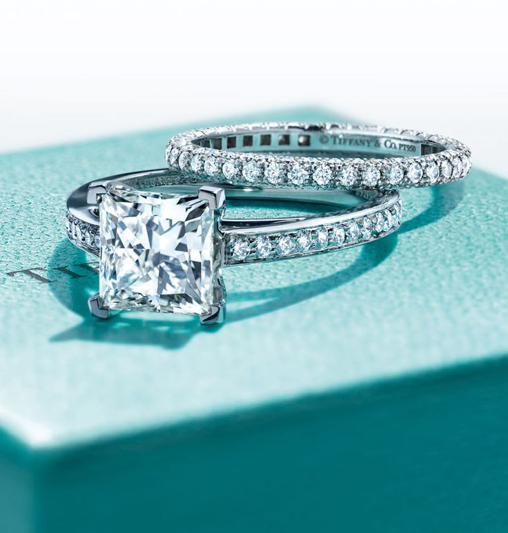 One of our engagement icons, Tiffany Grace® highlights the perfect symmetry of ...