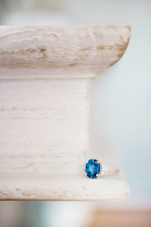 Sapphire engagement ring: www.stylemepretty... | Photography: Rachel Red - rache...