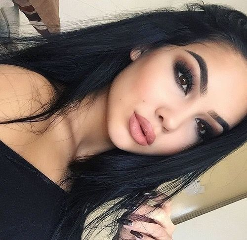 Dark Shadow + Neutral Lip - Smokeshow Makeup Ideas Perfect For A Night Out - Pho...