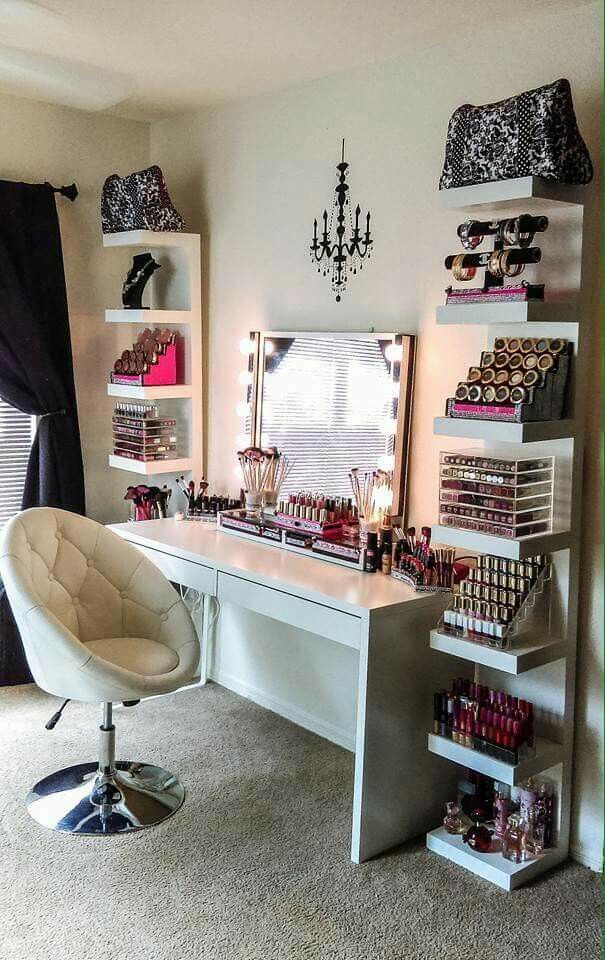 This is a cute vanity.   I don't need all the makeup though...just my hair c...