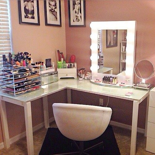 This is almost my dream vanity. I would have loveda see through glass top to hav...