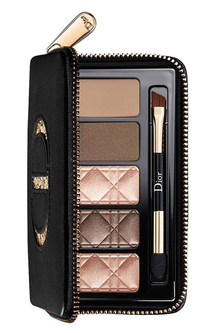 This must-have Total Matte Smoky Palette can be used to recreate the bold and vi...