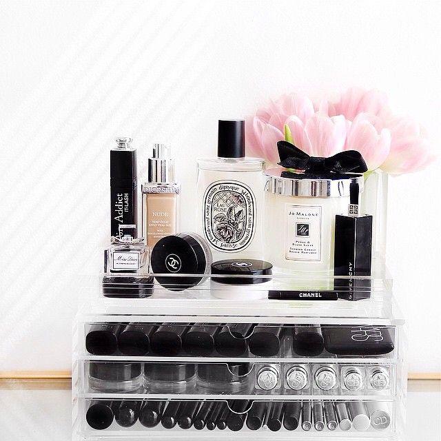 Ultimate dressing table storage from Muji. Pink tulips #beautycorner #makeupstor...