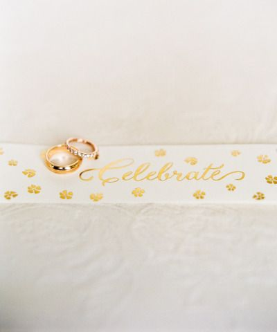 Wedding bands: www.stylemepretty... | Photography: Lindsay Madden - lindsaymadde...