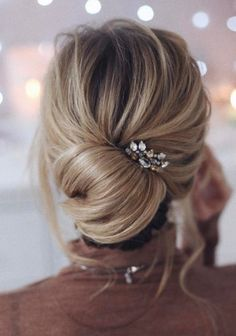 cute change up from a basic bun