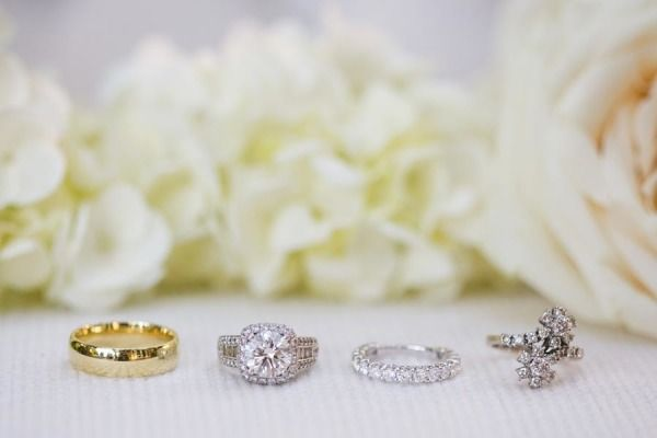Glittering diamond rings: www.stylemepretty...   Photography: Birds of a Feather...