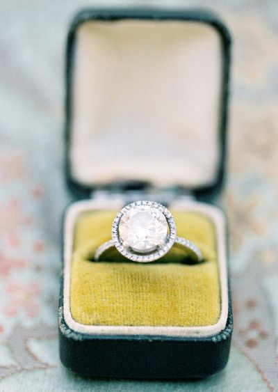 Bring on the bling: www.stylemepretty...