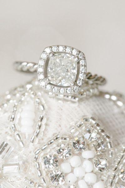 Glam engagement ring: www.stylemepretty...   Photography: Amalie Orrange - amali...