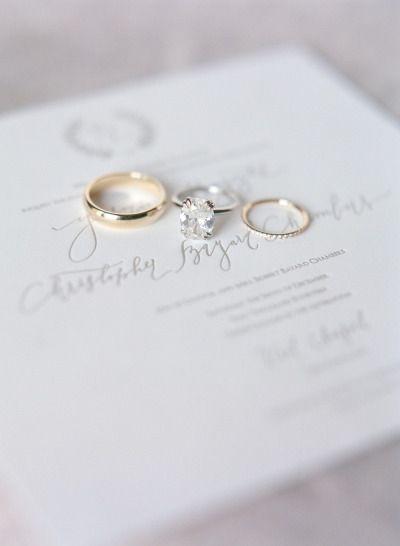 Glamorous rings: www.stylemepretty...   Photography: Laura Murray - lauramurrayp...