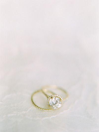 Gold gorgeousness: www.stylemepretty...   Photography: Clary Pfeiffer - www.clar...