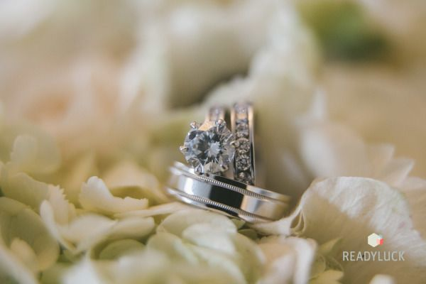 Pretty engagement ring: www.stylemepretty... | Photography: Readyluck - readyluc...