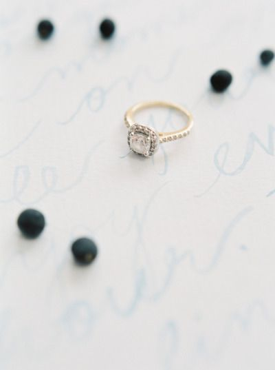 Pretty ring: www.stylemepretty... | Photography: Jake Anderson - jakeandersonpho...