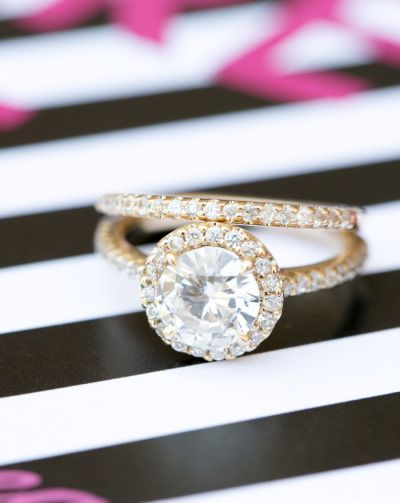 Round and regal: www.stylemepretty...