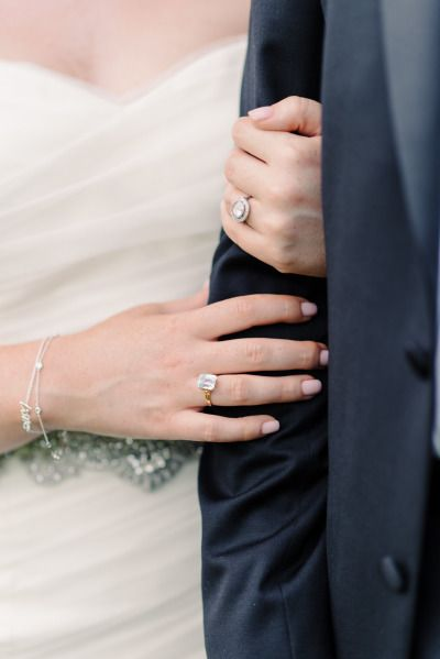 Round engagement ring: www.stylemepretty... | Photography: Michelle Lange - www....