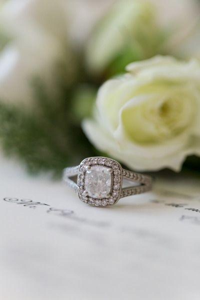 Square cut diamond ring: www.stylemepretty...   Photography: Cristina G - cristi...