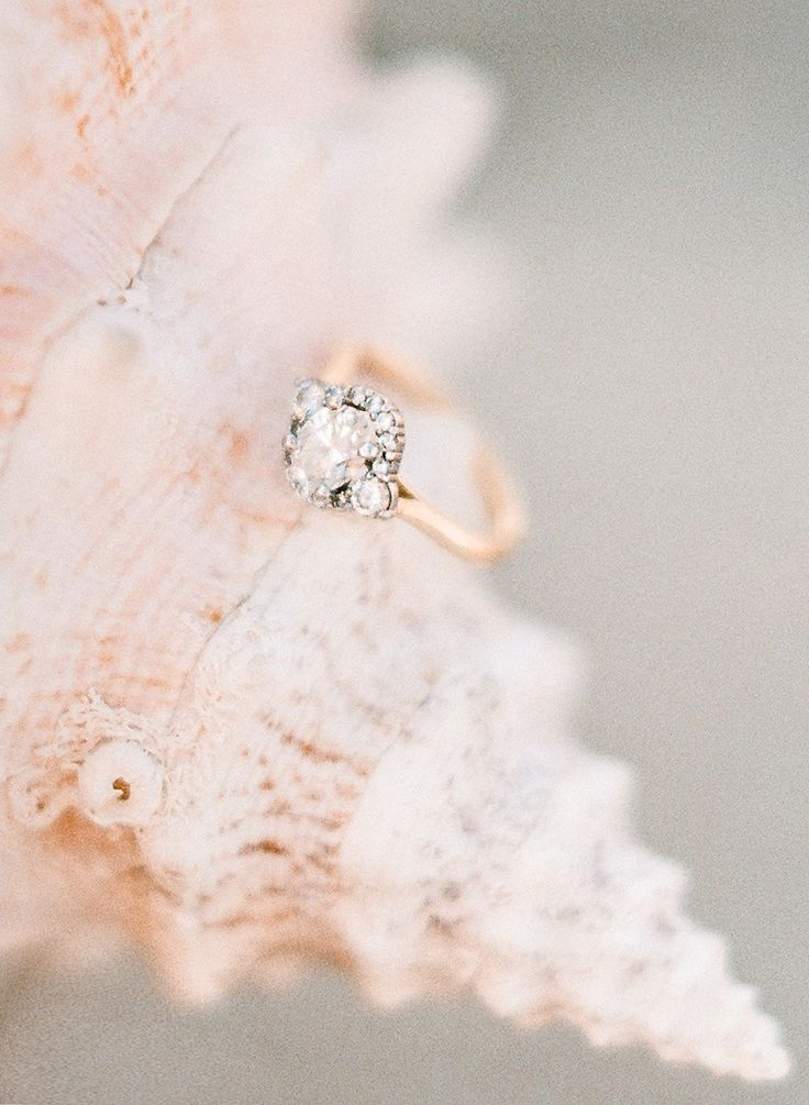 Unique engagement ring with a rose gold band |   Photography: Rebecca Yale - reb...